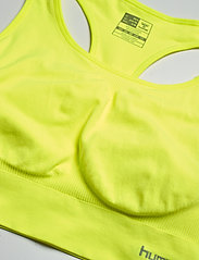 Hummel - SUE SEAMLESS SPORTS TOP - sort bras:high - safety yellow - 3