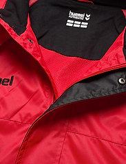 Hummel - AUTH. CHARGE ALL-WEATHER JKT - wandel- en regenjassen - true red/black - 3
