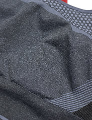 Hummel - hmlSKY SEAMLESS SPORTS TOP - sport bras: medium - black/faded denim - 2