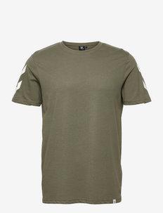 hmlLEGACY CHEVRON T-SHIRT - t-shirts - beetle