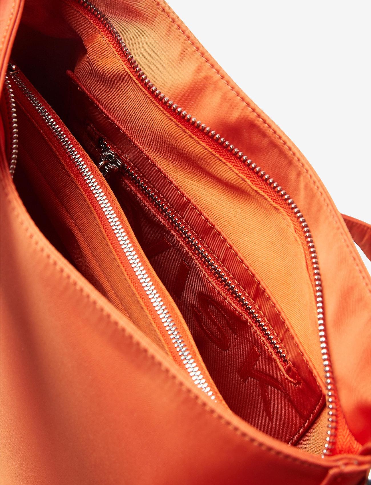 HVISK - AMBLE NYLON RECYCLED - väskor - posh red - 3