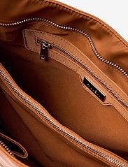 HVISK - AMBLE NYLON RECYCLED - väskor - caramel - 3