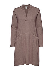 Even Dress STG - VINEYARD WINE