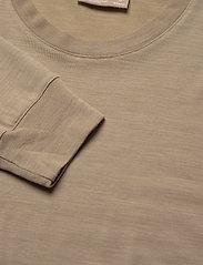Icebreaker - Wmns Nature Dye Drayden LS Crewe - långärmade tröjor - almond - 2