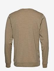 Icebreaker - Mens Nature Dye Drayden LS Crewe - langarmshirts - almond - 1