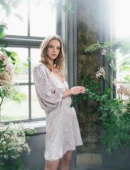 Ida Sjöstedt - Giovanna dress - paljettkjoler - pink - 0