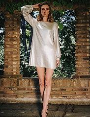 Ida Sjöstedt - Mirabelle Dress - paljettkjoler - gold - 0