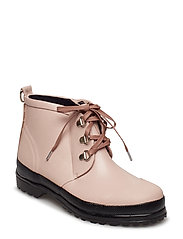 LACE-UP RUBBER BOOT - ADOBE ROSE