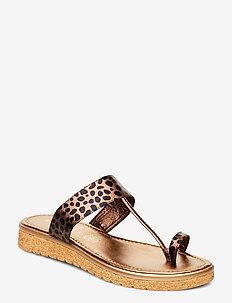 SLIP-ON SANDALS - flip flops - light chestnut