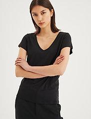 InWear - Rena V Tshirt KNTG - t-krekli - black - 0