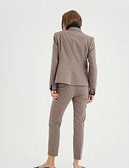 InWear - Zella Blazer - figursydda kavajer - sandy grey - 4