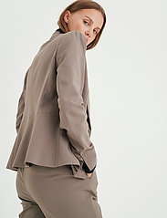 InWear - Zella Blazer - figursydda kavajer - sandy grey - 5