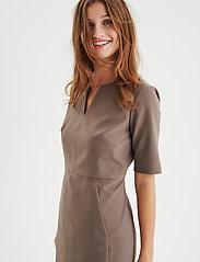 InWear - Zella Dress - vardagsklänningar - sandstone - 0