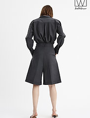 InWear - IW50 32 CarolynIW Shorts - bermuda-shortsit - dark grey melange - 3