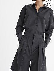 InWear - IW50 32 CarolynIW Shorts - bermuda-shortsit - dark grey melange - 4