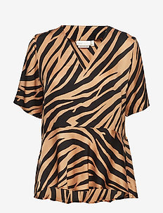IW50 22 TurlingtonIW Top - LARGE ANIMAL STRIPES