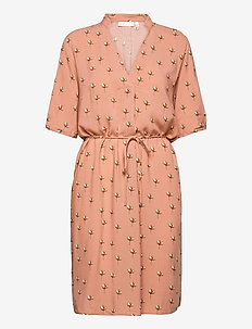 ViksaIW Tunic - sukienki do kolan i midi - cafe creme simple flower