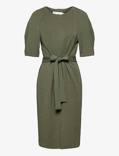 BecaIW Dress - sommerkjoler - beetle green