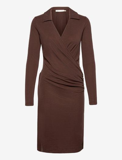 VedaIW Collar Dress - cocktail-kjoler - coffee brown