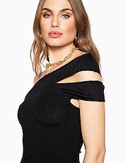 Ivyrevel - CROSS SHOULDER DRESS - lyhyet mekot - black - 5