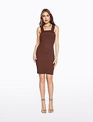 Ivyrevel - FRILL SHOULDER RIB DRESS - robes moulantes - brown - 5