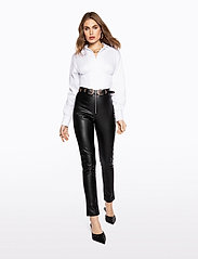 Ivyrevel - FAUX LEATHER TROUSERS - lederhosen - black - 0
