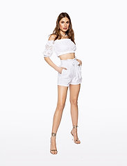 Ivyrevel - PAPER BAG MINI SHORTS - casual shortsit - white - 0