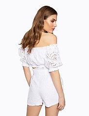 Ivyrevel - PAPER BAG MINI SHORTS - casual shortsit - white - 4
