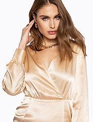 Ivyrevel - V NECK DRAPY DRESS - lyhyet mekot - gold - 4