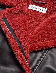 Ivyrevel - TEDDY JACKET - nahkatakit - black/burnt red - 7