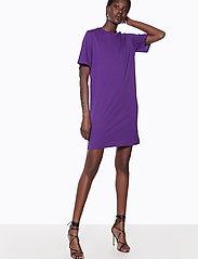 Ivyrevel - IVY TSHIRT DRESS - midi dresses - purple - 3
