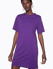 Ivyrevel - IVY TSHIRT DRESS - midi dresses - purple - 5
