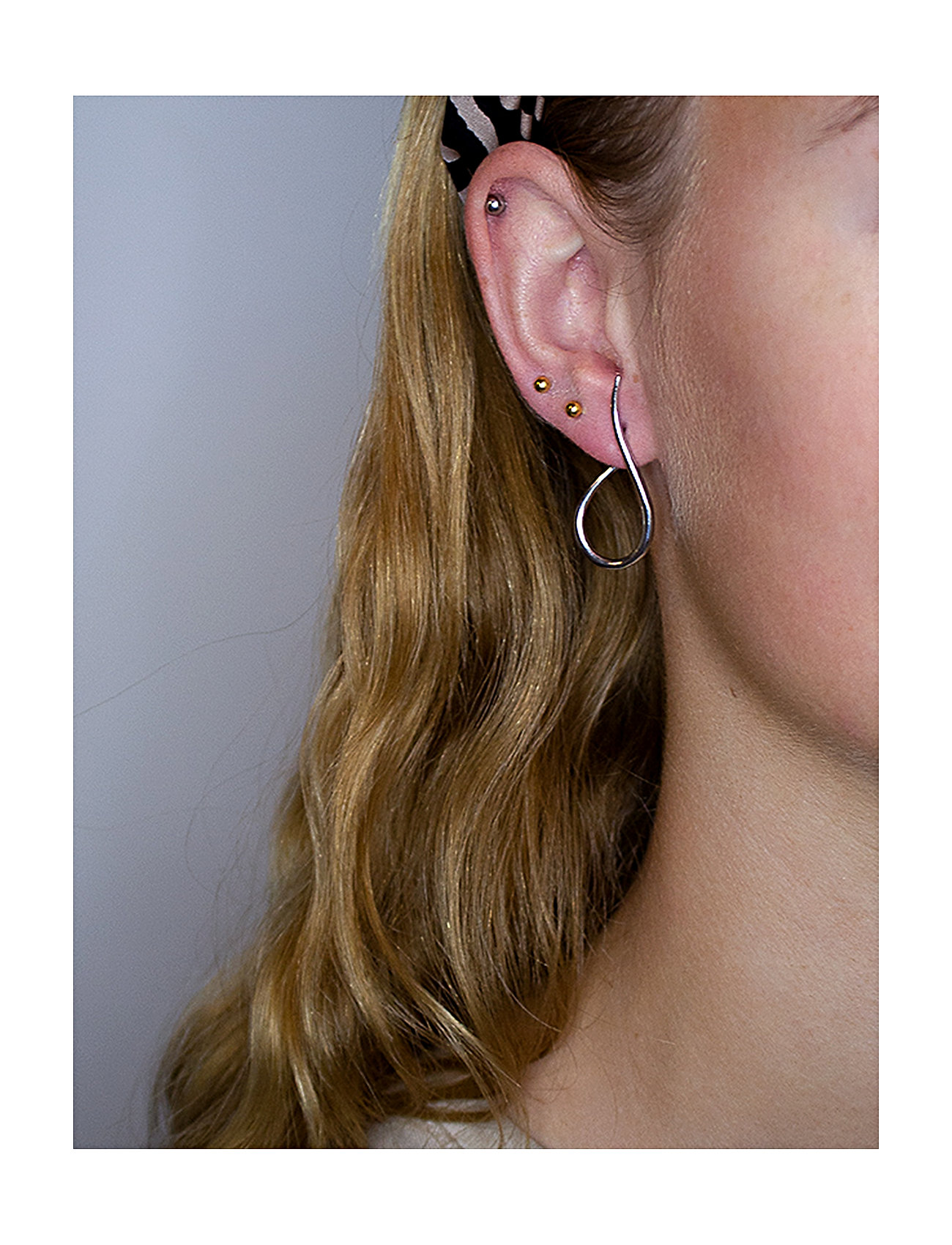 Izabel Camille - Wave - statement earrings - shiny silver - 1