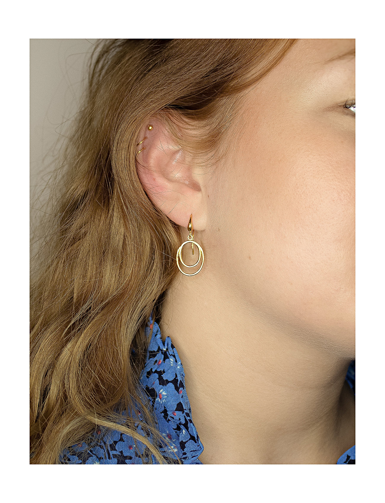 Izabel Camille - Universe - pendant earrings - shiny gold - 1
