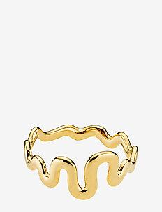 Saniya - dainty - shiny gold