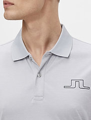 J. Lindeberg Golf - Bridge Regular Fit Golf Polo - kurzärmelig - stone grey melange - 5