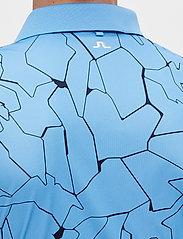 J. Lindeberg Golf - Tour Tech Reg Fit Print Polo - kurzärmelig - slit ocean blue - 6