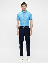 J. Lindeberg Golf - Tony Slim Fit Golf Polo Print - kurzärmelig - neo deboss ocean blue - 4