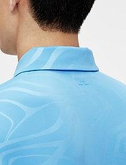 J. Lindeberg Golf - Tony Slim Fit Golf Polo Print - kurzärmelig - neo deboss ocean blue - 6