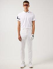J. Lindeberg Golf - Heath Regular Fit Golf Polo - pik - white - 4