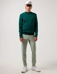 J. Lindeberg Golf - Lawrence Golf Sweater - rund hals - treeline green - 4
