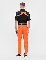 J. Lindeberg Golf - Ellott Golf Pant - trainingshosen - lava orange - 4