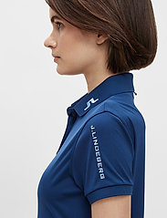 J. Lindeberg Golf - Tour Tech Golf Polo - polos - midnight blue - 7