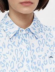 J. Lindeberg Golf - Dena Sleeveless Golf top Print - tank tops - animal blue white - 6