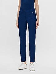 J. Lindeberg Golf - Dana Golf Pant - sports pants - midnight blue - 0