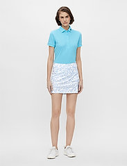 J. Lindeberg Golf - Amelie Mid Golf Skirt Print - sports skirts - animal blue white - 6