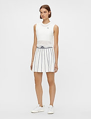 J. Lindeberg Golf - Bay Knitted Golf Skirt - sports skirts - white - 7