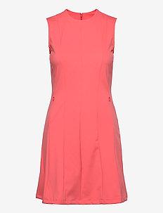 Jasmin Golf Dress - sportieve jurken - tropical coral