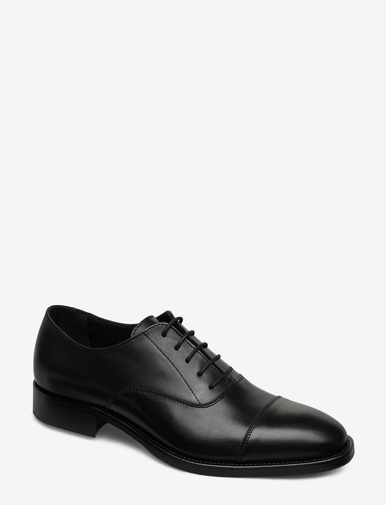 J. Lindeberg - Hopper Cap Toe-Genuine Leather - buty ze skóry lakierowanej - black - 0