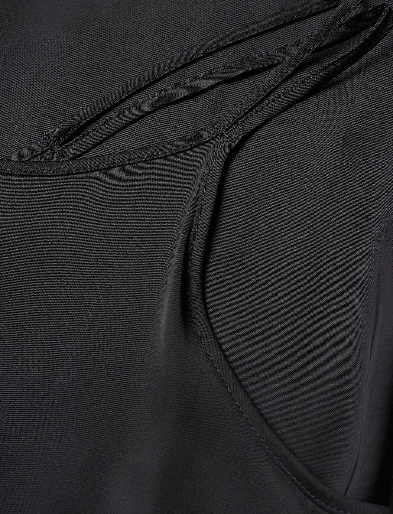 Joni Liquid Satin (Black) (680 kr) - J. Lindeberg